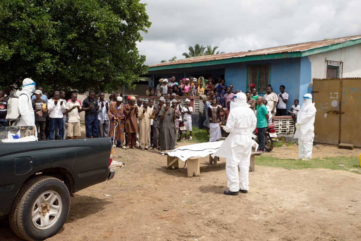 Ebola: Bestattungsteam in Lunsar, Sierra Leone