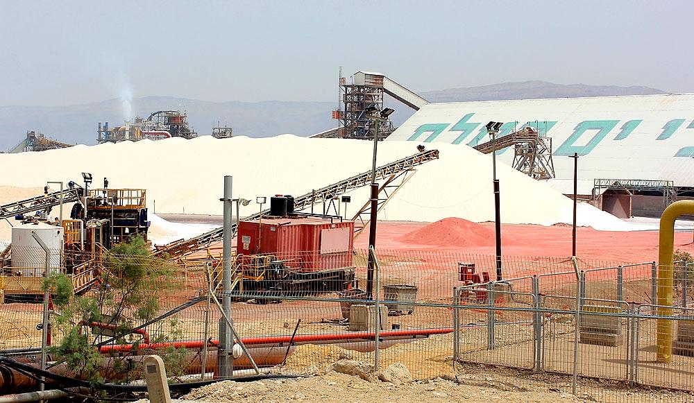 Abbau von Magnesiumchlorid am Toten Meer, Israel